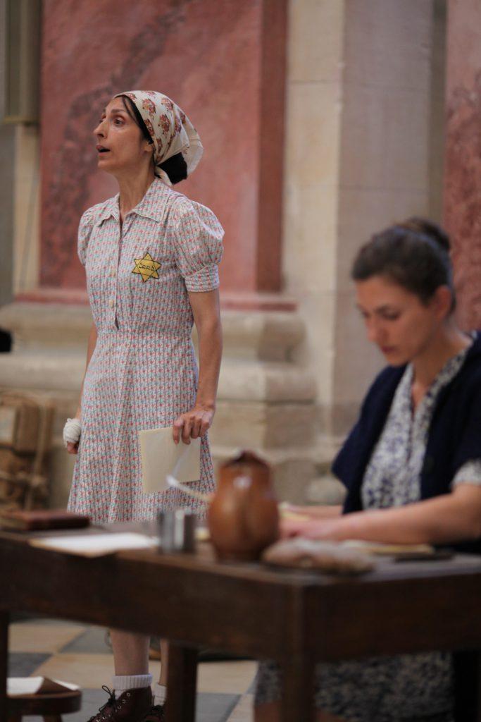 Emmanuelle Galabru et Martine Amsili, dans la pièce adaptée des Lettres de Westerbork, de Etty Hillesum, ici jouée à Avignon en 2012