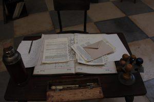 Décor de la pièce adaptée des Lettres de Westerbork, de Etty Hillesum, ici jouée à Avignon en 2012